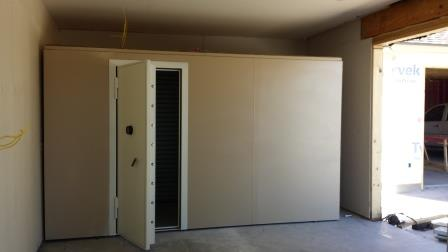 Safe rooms gun vaults modular vault security rooms safe for Walk in safes for homes
